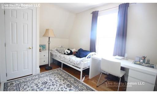 5 High Street Place Unit 3, Brookline, MA 02445