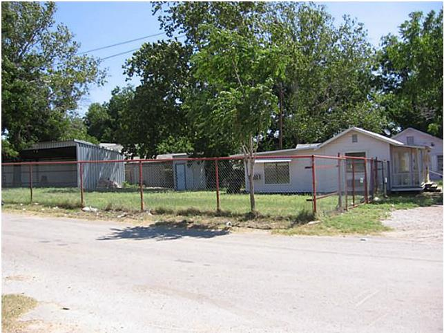 1201 East Central Avenue, Comanche, Texas 76442