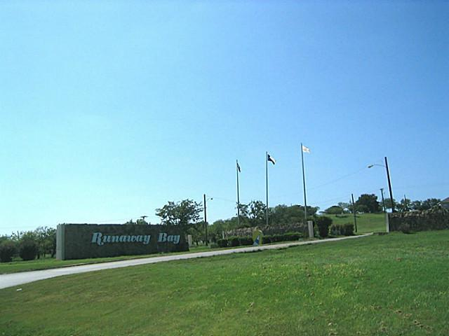28 Segundo Drive, Runaway Bay, Texas 76426