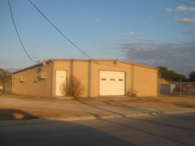1311 North Dixon Street, Gainesville, Texas 76240