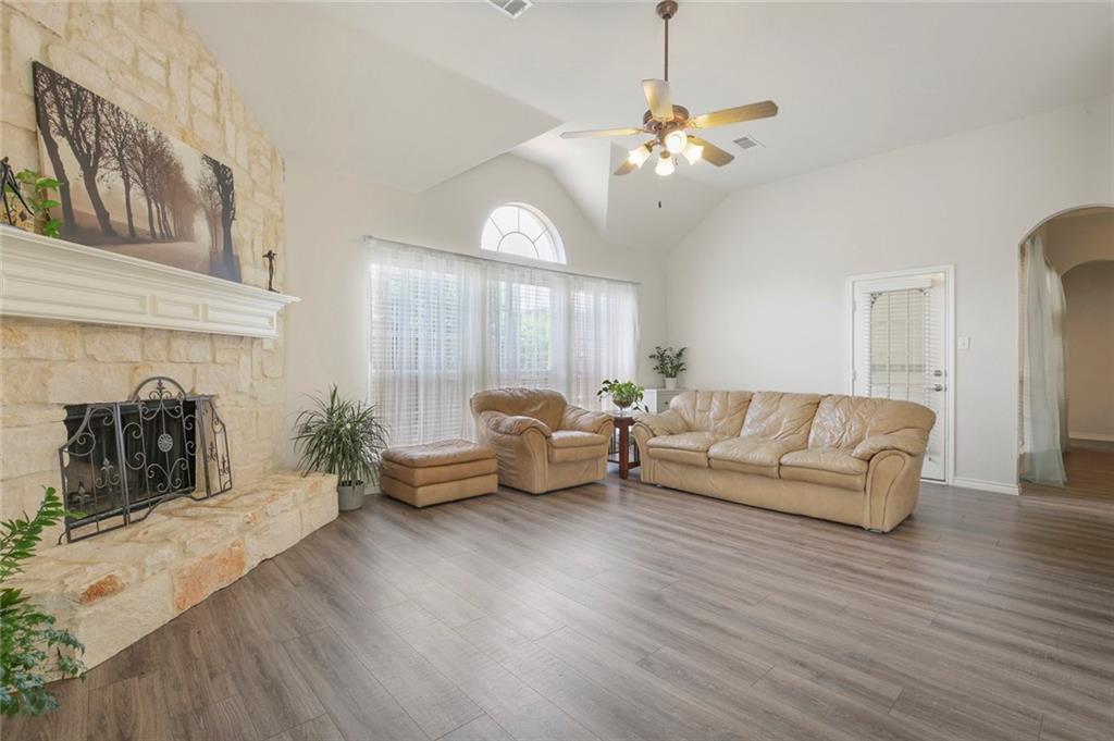 5502 Vicksburg Drive, Arlington, Texas 76017