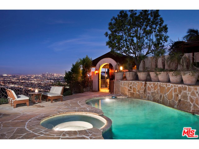 8148 MANNIX Drive, Los Angeles, CA 90046