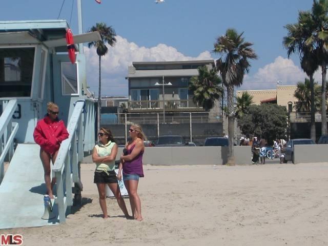 1909 OCEAN FRONT Unit 2, Venice, CA 90291