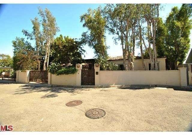 8732 Street IVES Drive, Los Angeles, CA 90069