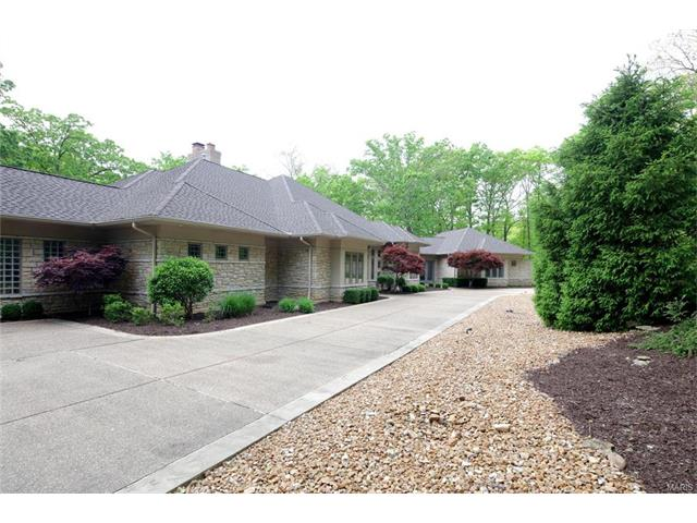 35 Chesterfield Lakes Road, Chesterfield, MO 63005