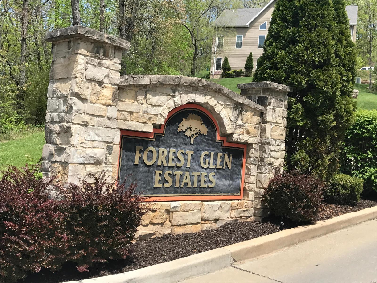 2863 Forest Glen, Pacific, MO 63069